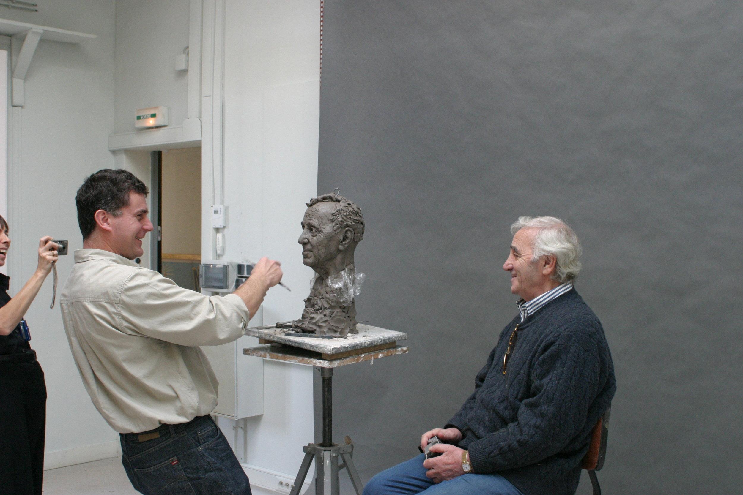 Charles Aznavour, la sculpture et le sculpteur - Sculpture en terre par Eric Saint Chaffray - Credit Musée Grévin
