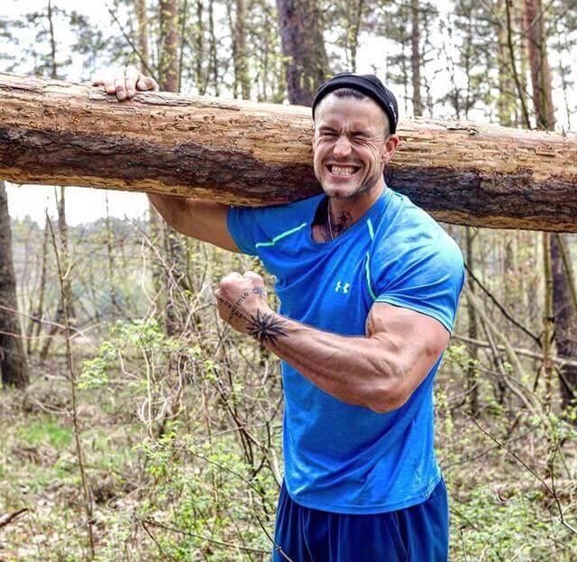 Jhakis Trainingsutensilien sind alles, was man in der Natur finden kann. / ©Jhaki