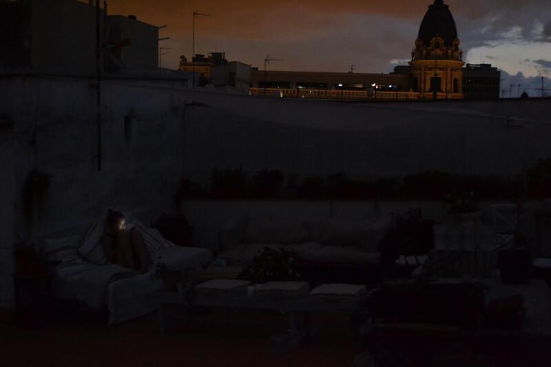 Ich, abends am Handy - ein Anblick der zur Seltenheit wurde. / © dontcryonion