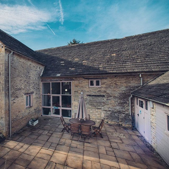 Happy Monday!  What a GLORIOUS day 😍☀️ in the Cotswolds. Have you got nice weather where you are?  The Greyhound Barn outside space is a sun trap is perfect for those summer evening BBQ's 🍽🍗🥗with Friends or Family  We are pretty booked up now for the rest of the year but do have a few dates left remaining! Head over to our website to view them 🙌🏻 www.greyhoundbarn.co.uk  This beautiful huge barn sleeps up to 16 across 8 en-suite bedrooms  #cotswolds #barnsley #greyhoundbarn #getaway #ukbreaks #convertedbarn #familybreak #holidaylet #ukholidaylet #cirencester #cotswoldsbreak #gloucestershire