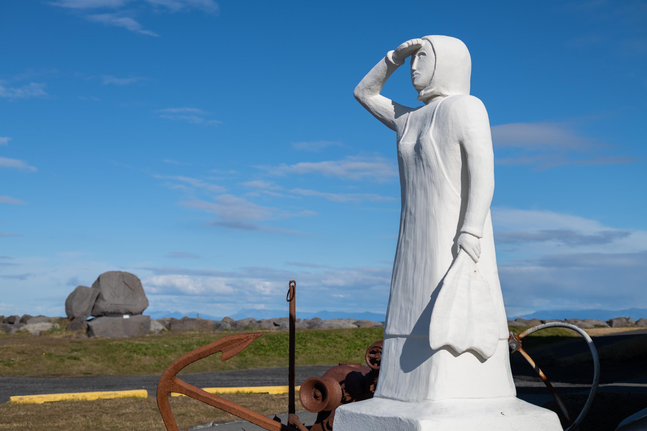 Fisherwoman statue in Gardur