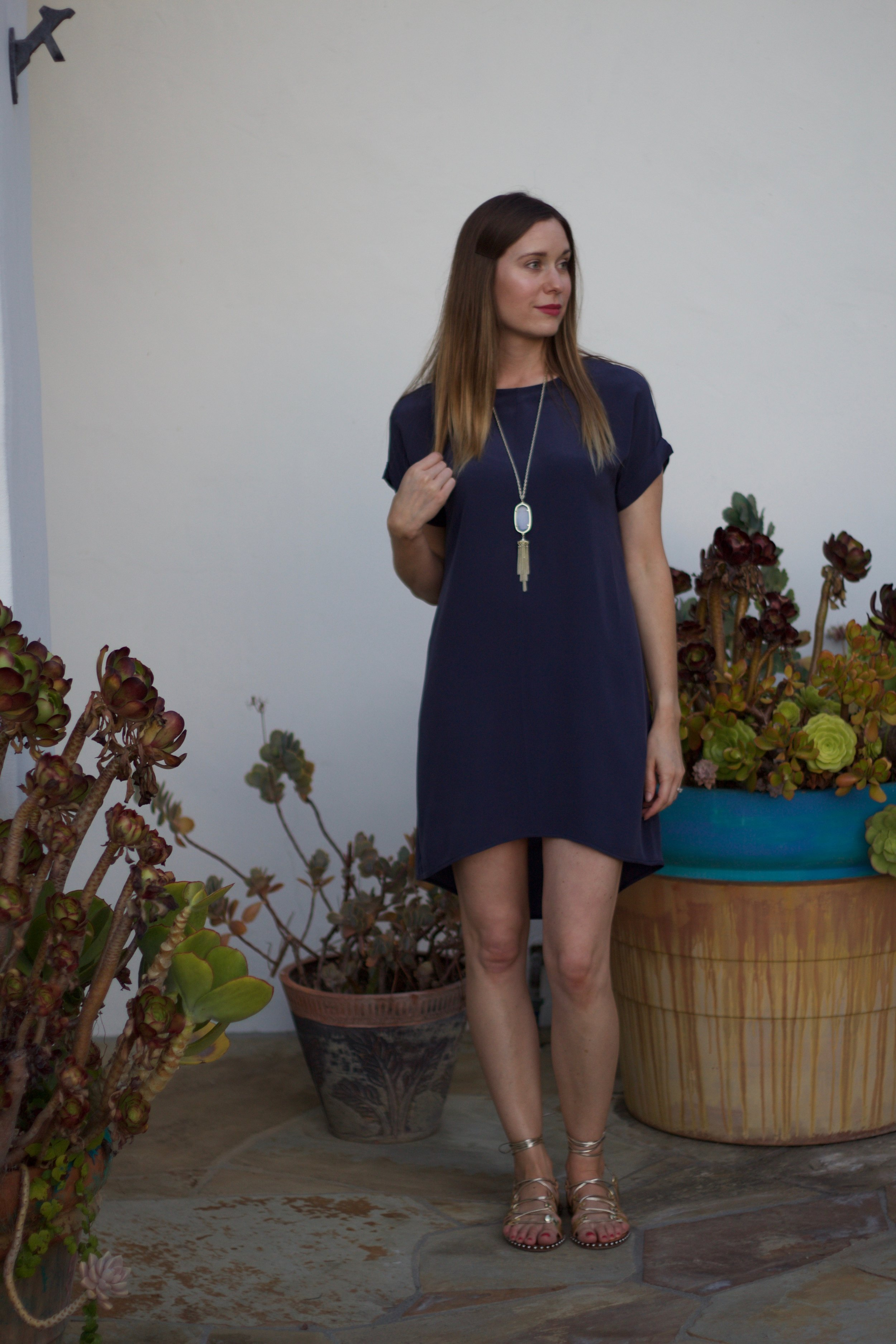 Everlane, t-shirt dress, navy blue dress, blue dress, kendra scott tassel necklace, tassel necklace, statement necklace