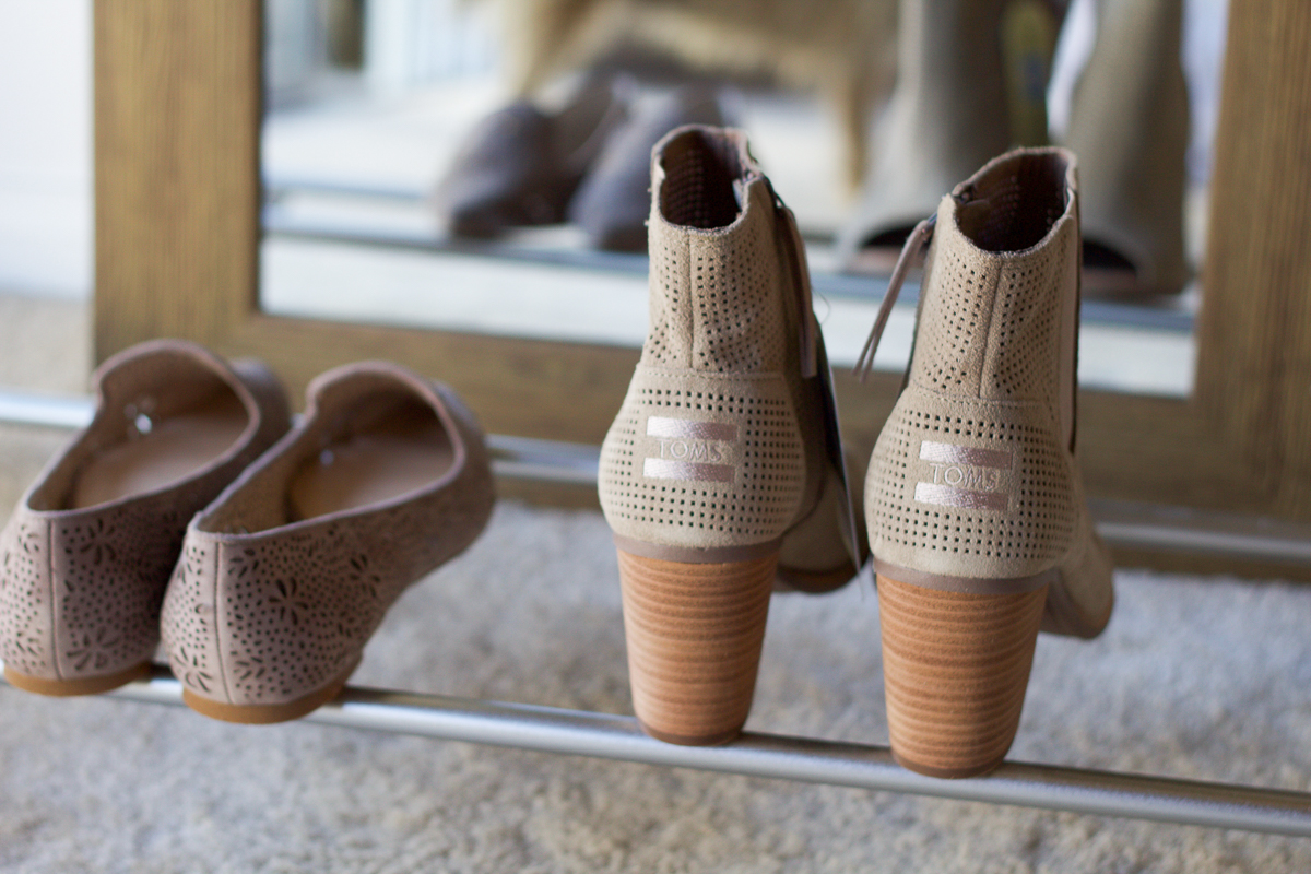 fall peep toe booties, peep toe booties, ankle boots, booties, toms booties, perforated flats, pointed flats, grey flats, grey ankle boots, vince camuto flats