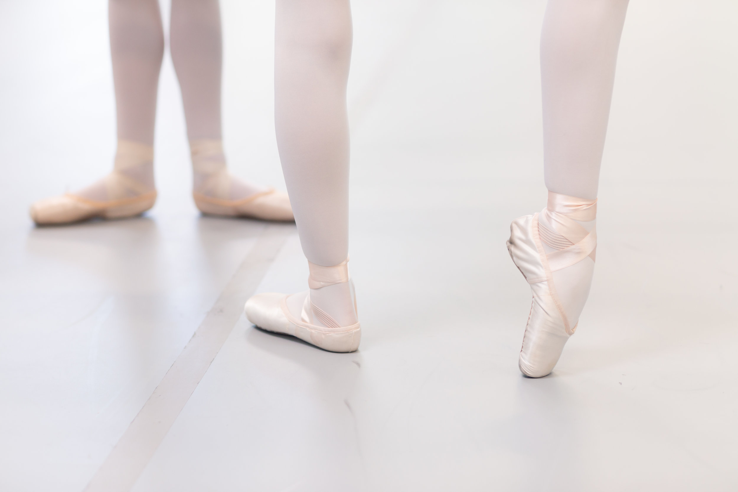 LUKEAWTRYPHOTOGRAPHY-pointe shoes.jpg
