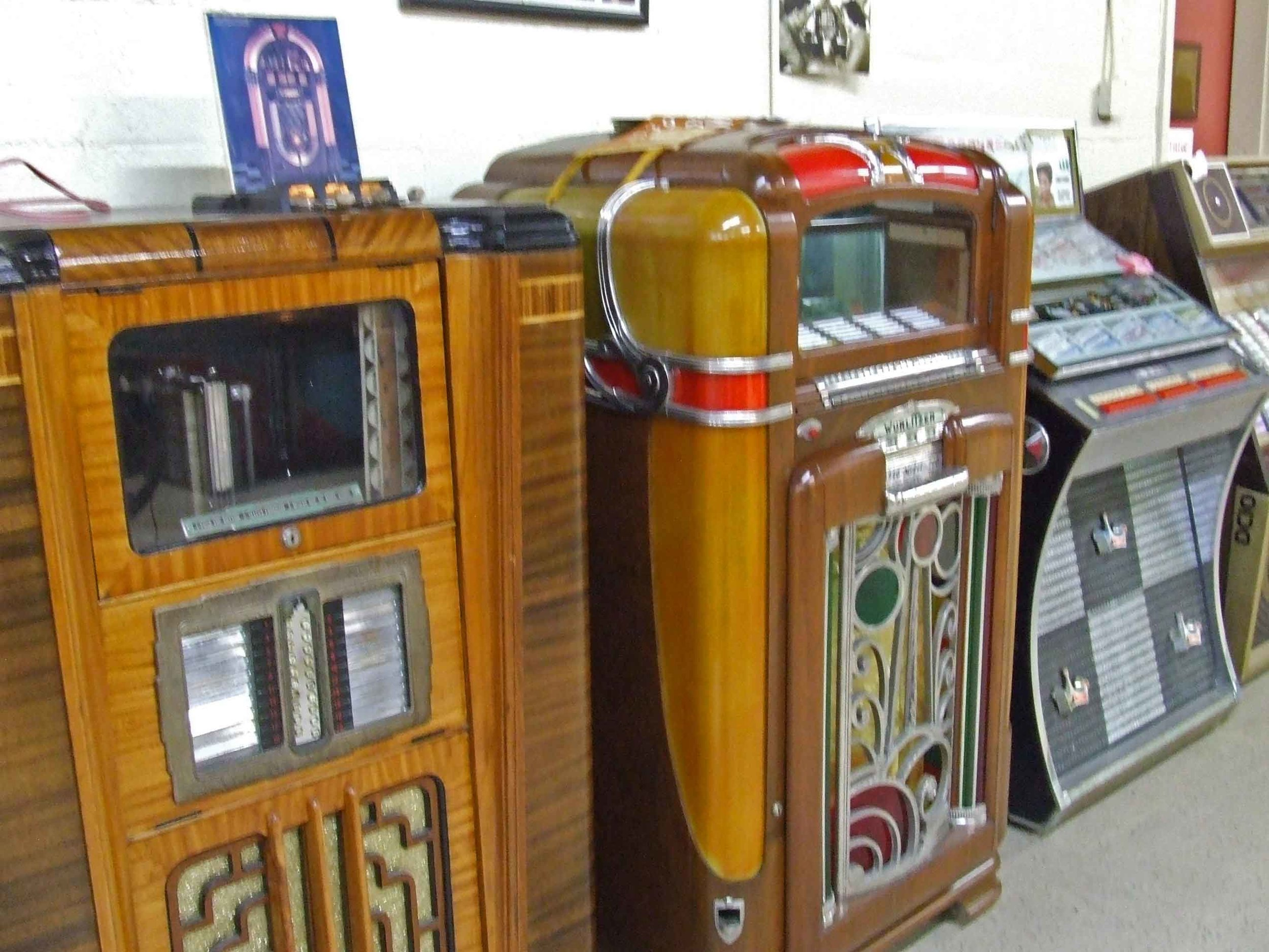 Exhibits and Collections — Vintage Radio and Communications