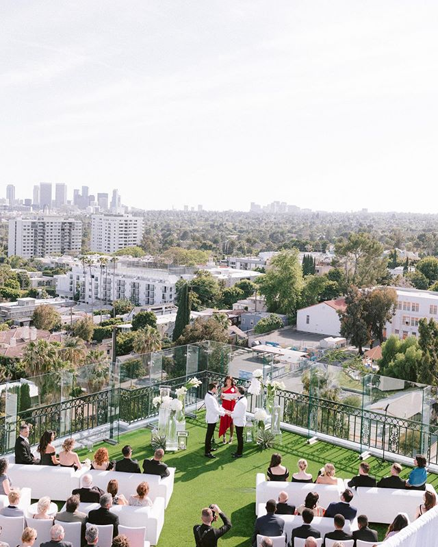 Rooftop ceremony in the Hollywood hills @thelondonweho all white everything for B+V | photo: @lucasrossiphoto | planning+design: @jacquelinehallgarth | floral design: @hiddengardenflowers | rentals: @tacer_losangeles