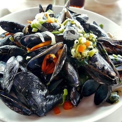 Kom lekker genieten op deze mooie dagen met heerlijke Zeeuwse mosselen of onze andere specialiteiten.