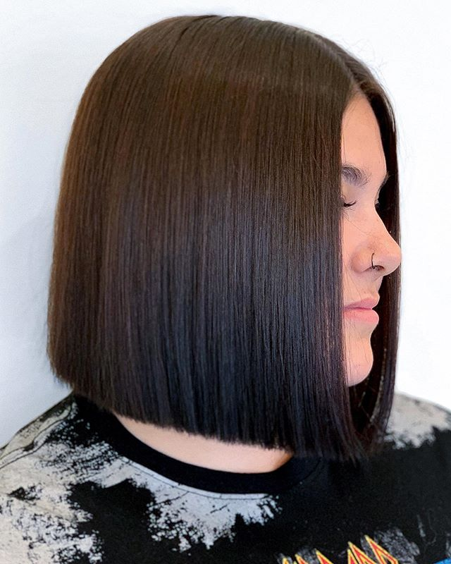 Interested in being a Color or Haircut model for our continuing education classes? Visit our website to sign up, or DM for more info! . . . #houstonsalon #apprenticeship #montrosesalon #continuingeducation  #htx #htown #houstonhair #bob #brunette #onelengthbob #classicbob #hair #montrose #montrosehair