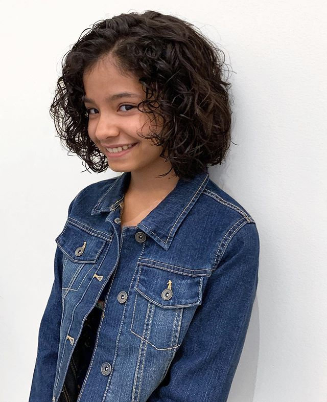 Look at this cutie! Chopped off about eight inches and is rocking her curls... Haircut by Zack . . . #houstonsalon #curlyhair #curlybob #houstonhair #montrose #hair #beautyinspo #cutitoff #tgif #brunette #haircut #bob #kerastase #techniart #lp #shuuemura