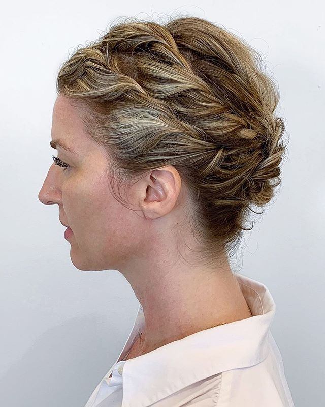 TWISTED style by @catjdoeshair . . . #updo #updostyles #houstonsalon #houstonhair #curlyhair #blonde #upstyles #hairinspo #pictureoftheday #hair #kerastase #shuuemura #hairoftheday #houstonsalon #houstonhairstylist #TX #salonlife