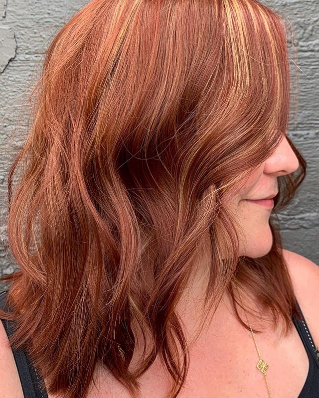 JUST A LITTLE CHANGE 😉 cut & color by @archii2 . . . #transformation #beforeandafter #gobigorgohome #houstonsalon #houstonhair #hairoftheday #beautyinspo #montrose #redhead #lorealprous #huesalon #HUEston #behindthechair #westheimer