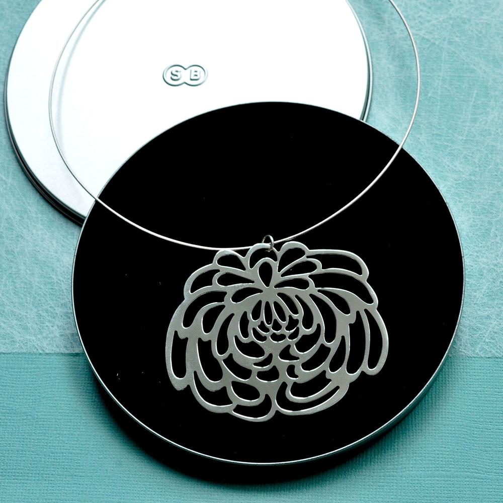 large-chrysanthemum-in-tin-cd-box.jpg