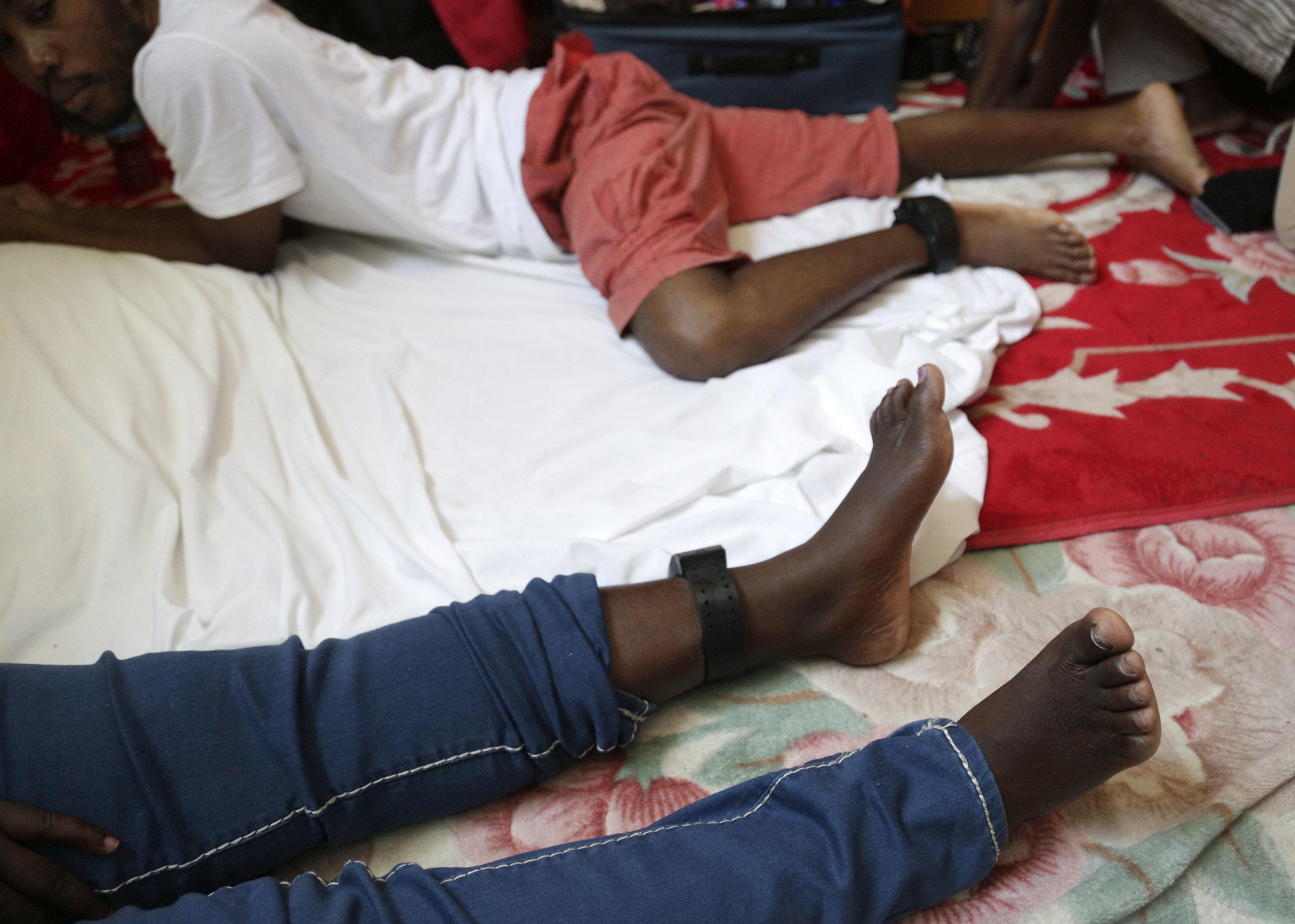 2468459_me_haitians-shelter_MV_003.JPG