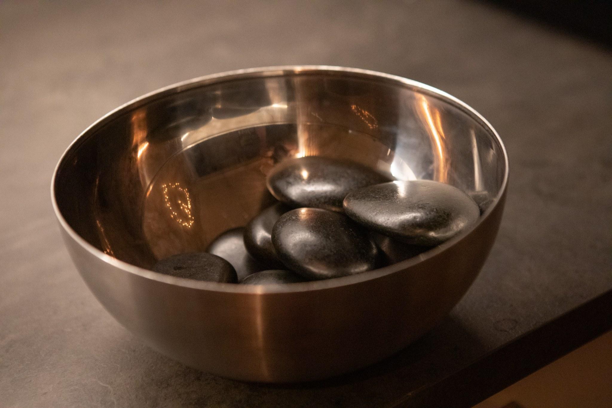 Hot Stone- kuumakivikasvohoidot - Koe täydellinen rentoutuminen ja ihana lämmön tunne ihollasi!
