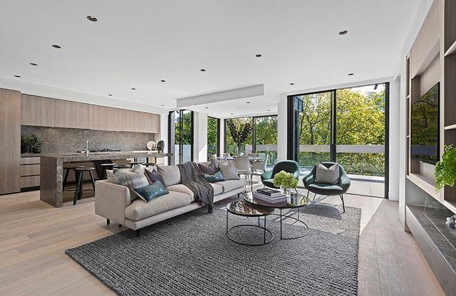 Penthouse perfection @indwell_  #styledbycooperrobinson #interiordesign #luxuryapartment #southyarra #propertystyling  @marshallwhiterealestate @marcus.chiminello @nicolefrenchagent 👌🏻👌🏻 @stephaniehaddonstylist 👏🏻👏🏻