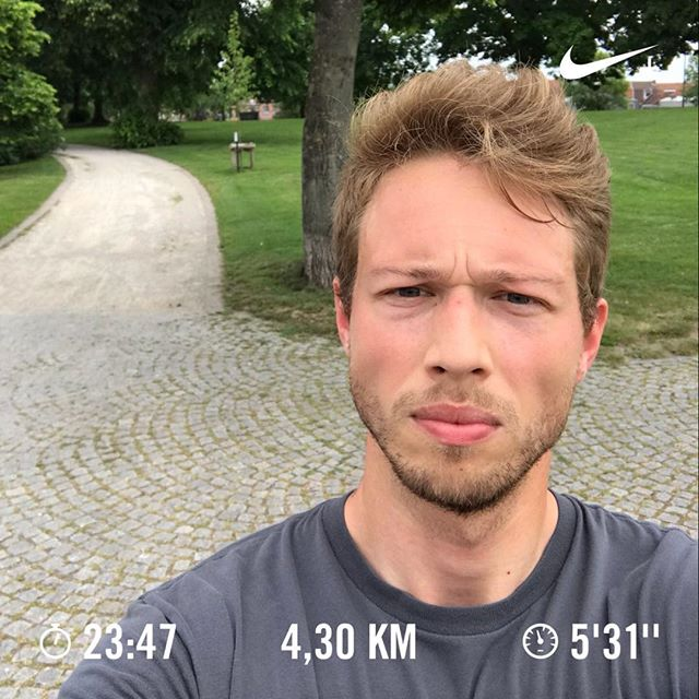 A little run to provide fresh oxygen during lunchtime. - - #cardio #personaltrainer #urbanrunning