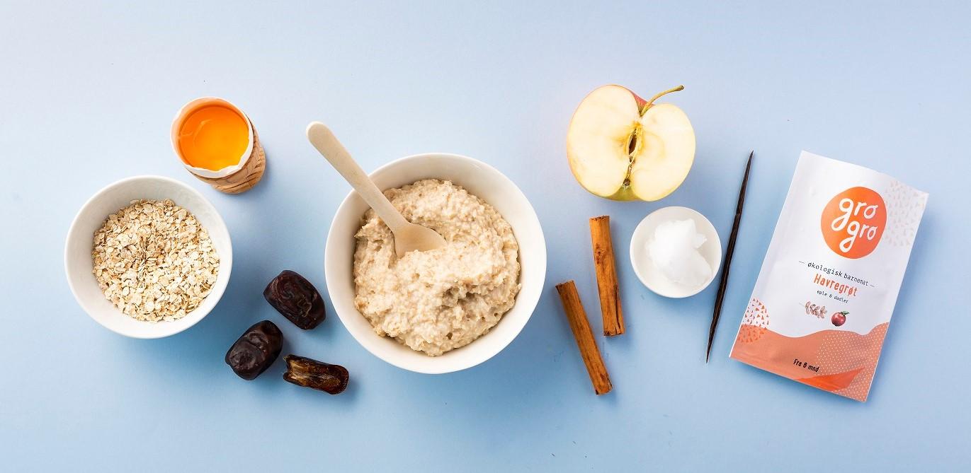 - Havregröt med äpple, dadlar, kanel och vaniljRekommenderat från 6 måneder. 120 g Utan mjölk och glutenIngredienser: Äpple 33%*, glutenfri havremjöl 21%*, vatten 20%, dadlar 14%*, äggula 7%*, kokosolja 2%*, ceylon kanel 2%*, vaniljpulver 1%**Ekologiska ingredienser.100 g: Energi 88 kcal/368 kjFett 3,3g (varav Mättade fettsyror 1,8g, Fleromättade fettsyror 0.24g, Enomättade fettsyror 0.74g) Kolhydrater 11,9g, Kostfiber 1,82g, Protein 1.38g, Salt 0.01mg