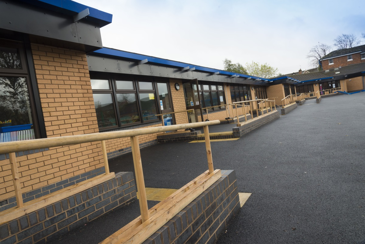 Kings Heath Primary School - Honeybourne was appointed to extend 12 existing Key Stage 2 classrooms at Kings Heath Primary School in Birmingham. Honeybourne has a enjoyed a long working relationship with the school and the new extensions will increase each classroom's floor space by 40-45%.