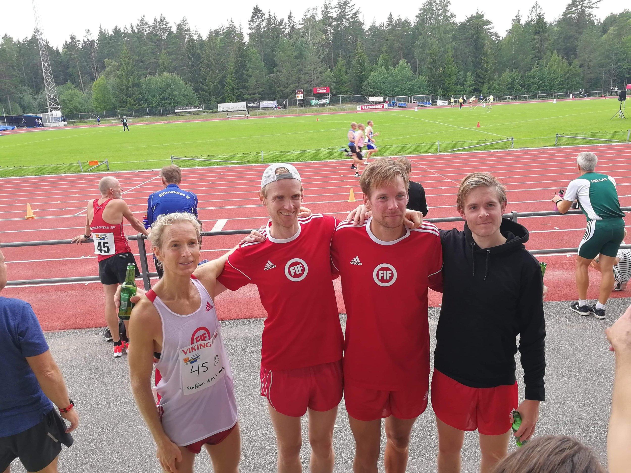 Staffan Westerdahl, Fredrik Westerdahl, Henrik Engström och Oskar Lundahl efter 10 000m.