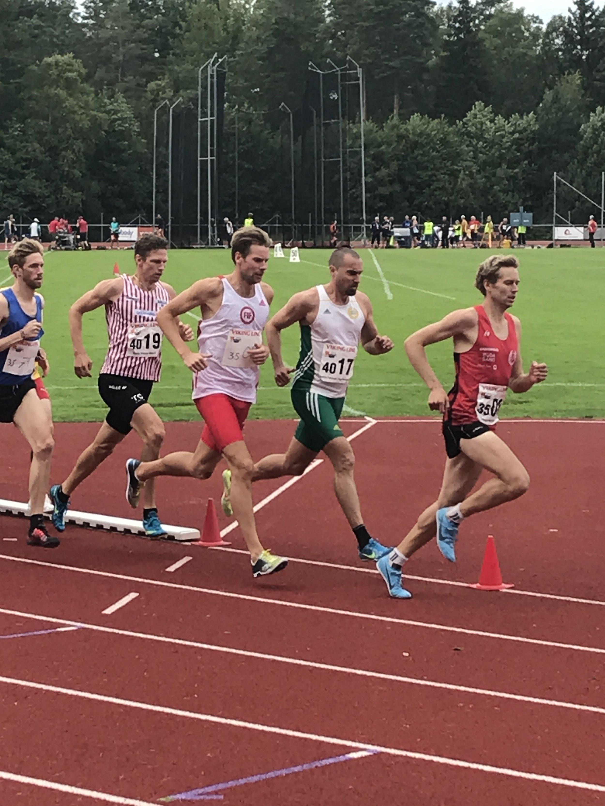 Henrik Engström i silverloppet på 1500m.