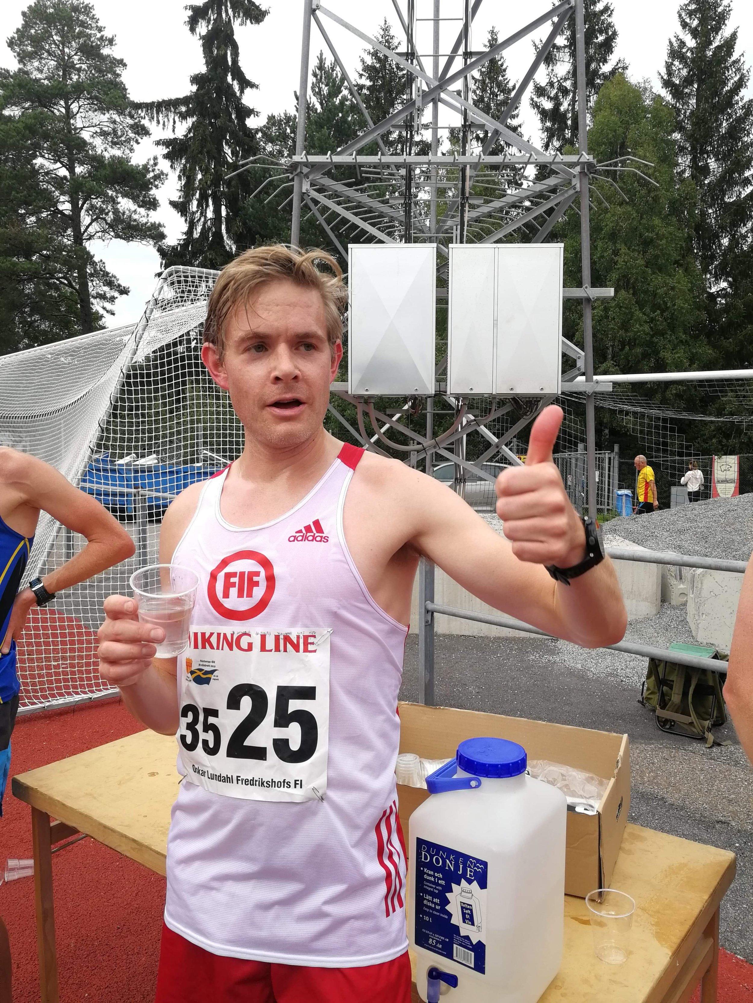 Oskar Lundahl efter pers på 10 000m.