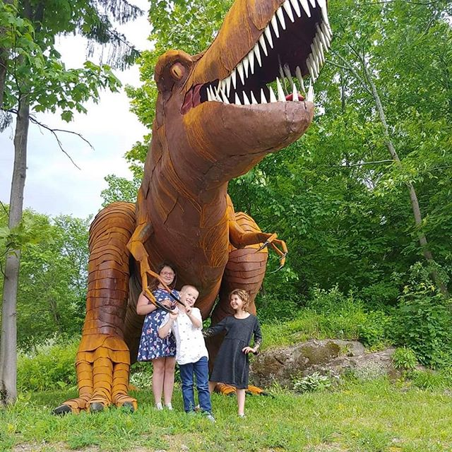Had some visitors stop by to check out the T-Rex...they approve!  If you haven't seen it yet, you should! #macsteelvt #roadsideatttraction #rutlandvermont #metalart