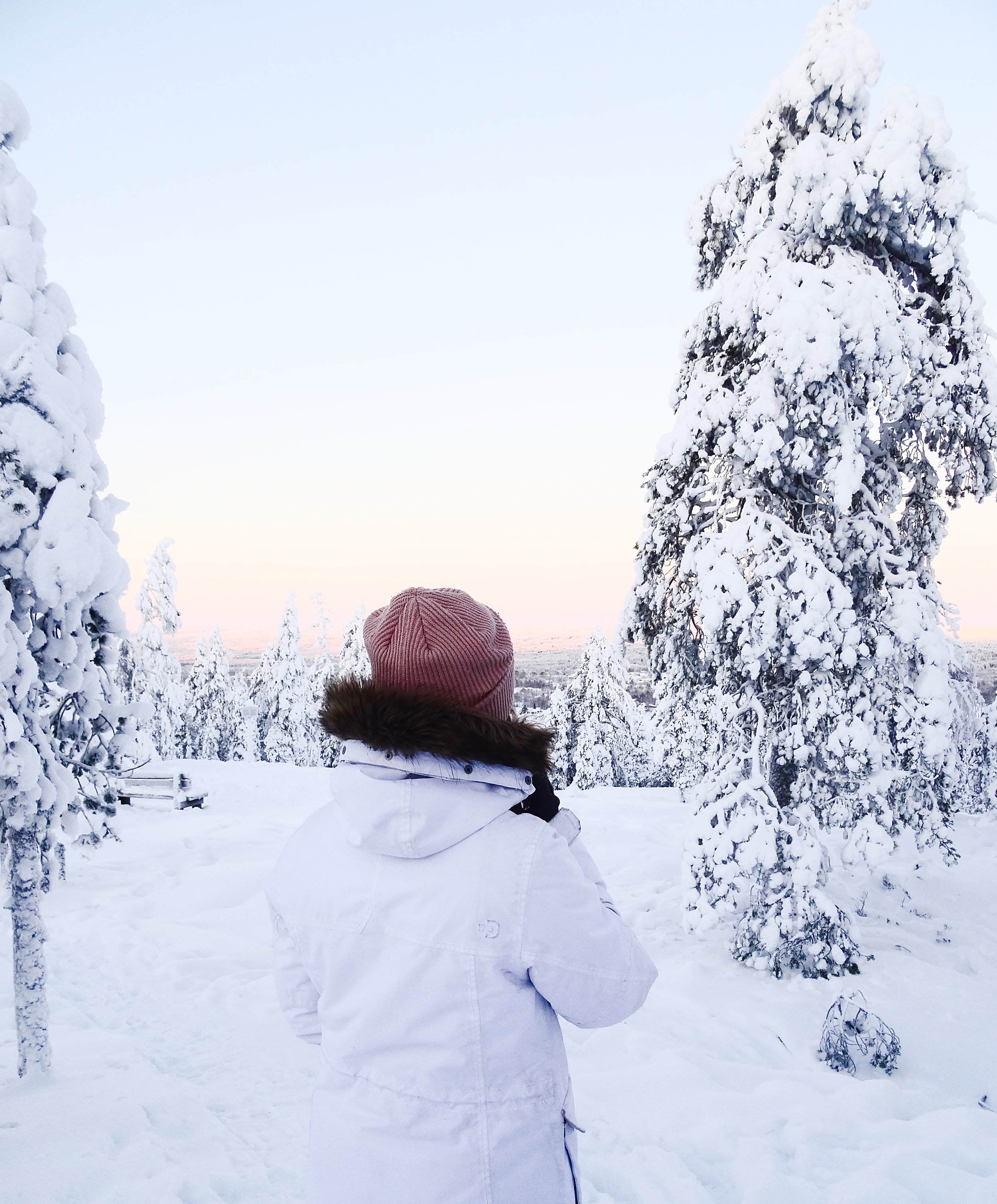 rovaniemi-lappi-suomi-lumi-auringonlasku-matkablogi-mona-kajander.jpg