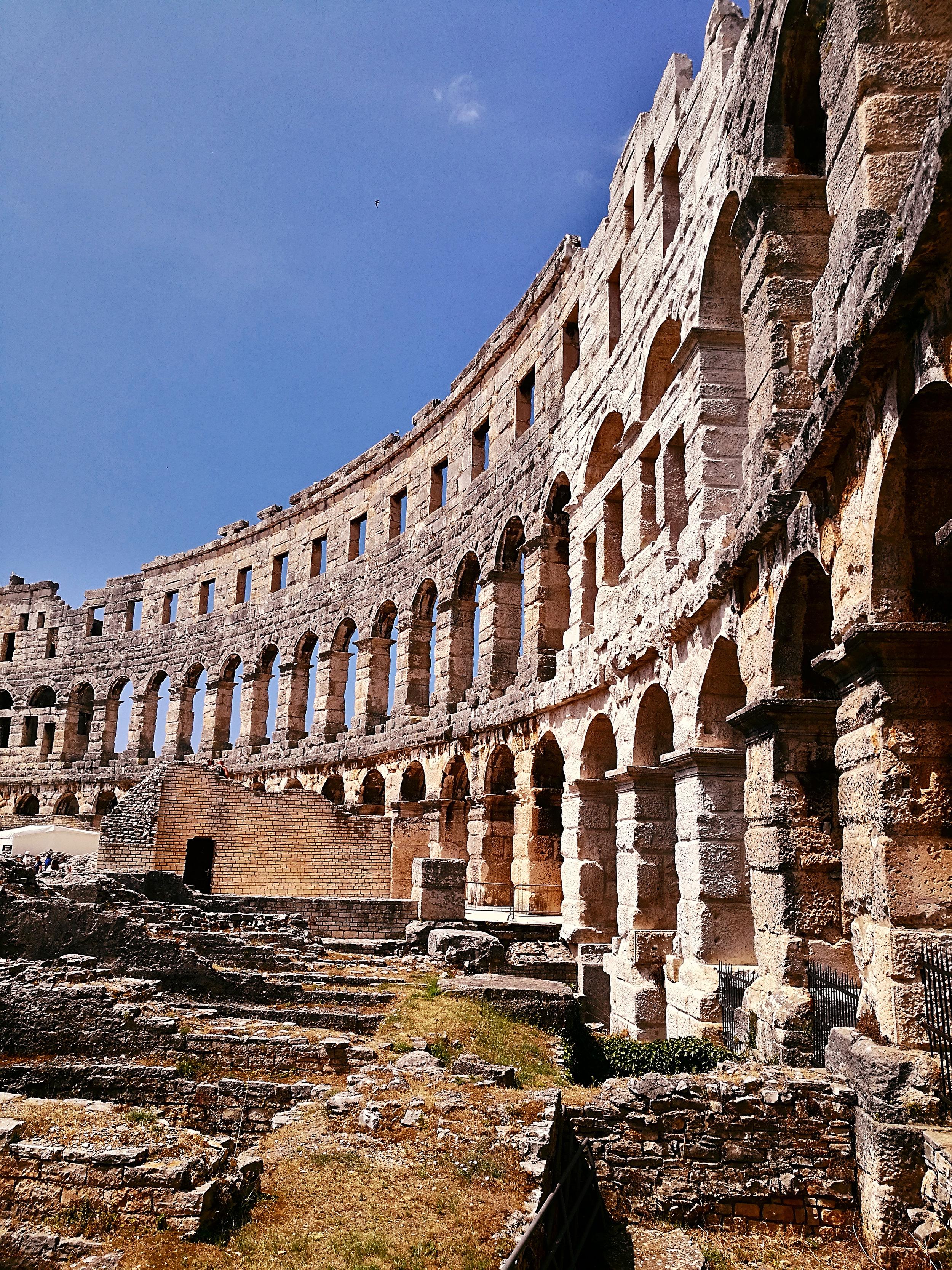 pula-kroatia-amfiteatteri-rakennus-mona-kajander-matkablogi.jpg