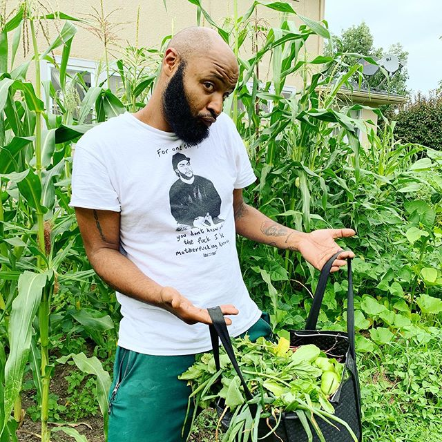 Brotha Scott lives down the block from one of the Southside gardens and never noticed it! Glad you came through to grab some harvest. Happy to feed the dads out there! #urbanfarming #farmingwhileblack #freefood #divinenaturalancestry #dnagrows #gardeningisgangsta #reparations #chard #harvest #radish
