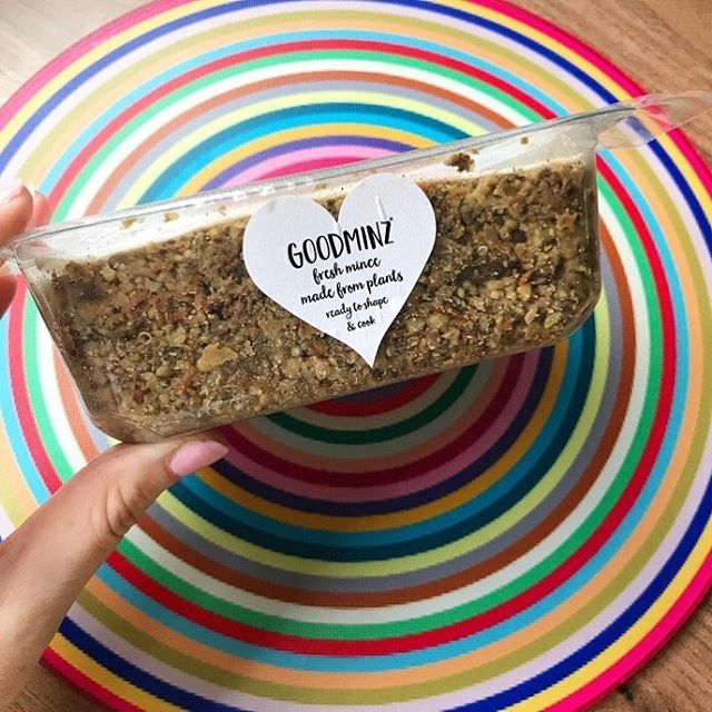 Lovely recipe using Brown GOODMINZ on @thelondonfoodvegan website...fab place mat too...🌈 #repost How do you cook yours?? If you fancy a little look at #goodminz from @rerootfoods you can see how I turned this pack into delicious 'meatballs' over on my main blog, link in bio! This amazing foodstuff is totally vegan! . . . #whatveganseat #plantbased #poweredbyplants #veganism #veganaf #easyvegan #feedfeedvegan #vegansofig #londonvegan #veganfoodspot #veganfoodshare #veganblogger #meatfree #dairyfree #govegan #tryvegan #veganforlife #fitvegan #veganhealth #veganeats #veganuk #veganfood #veganlife #vegancommunity #bestofvegan #veganinspo #eatvegan
