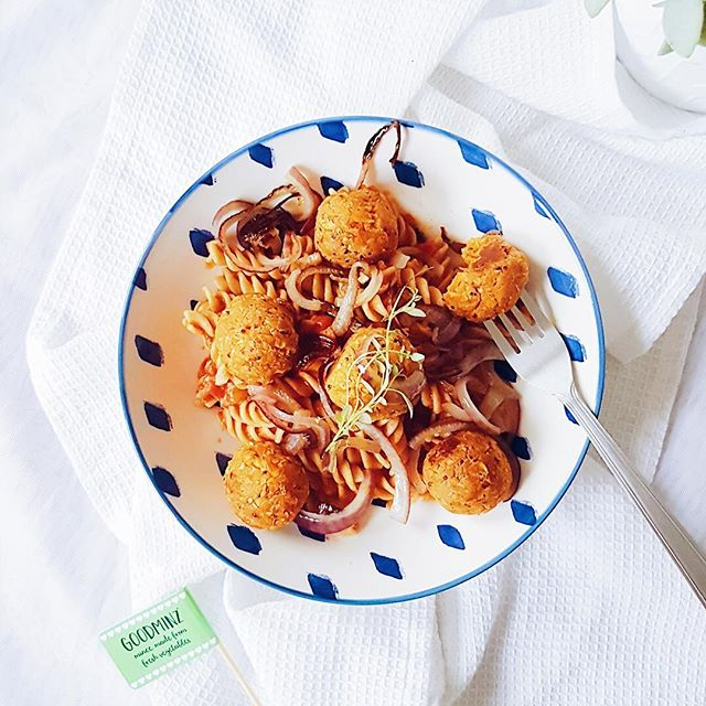 """It's a GOODMINZ 🌱game changer🌱 from @thetofudiariesblog – yummy looking bowl of pasta and a great 📷 – thank you...🙏😍 #repost""""Neatballs"""" and pasta 🍝 Who wants to dig in?🍴I wish I didn't have dull British winter light to contend with when I took this photo so you could see just how vibrant these balls were 💛I've been experimenting with @rerootfoods new goodminz: it's mince made from vegetables and it's a game changer! I used their orange plant-based mince made from sweetcorn, butternut, red pepper and other wholesome delicious ingredients like chickpeas and quinoa to make these neatballs. It moulded into these balls without needing to add any other ingredients, then I baked them before flash frying and serving with wholewheat pasta, a tomato sauce and red onions. The texture and flavour are both fab. Honestly, I could keep raving about it 👌🙌😋 🌱 🌱 🌱 🌱 #goodminz #veggies #rerootfoods #vegan #eatmoreplants #plantbased #vegetarian #veganuary #Veganfood #veganrecipes #delicious #yesitsvegan"""