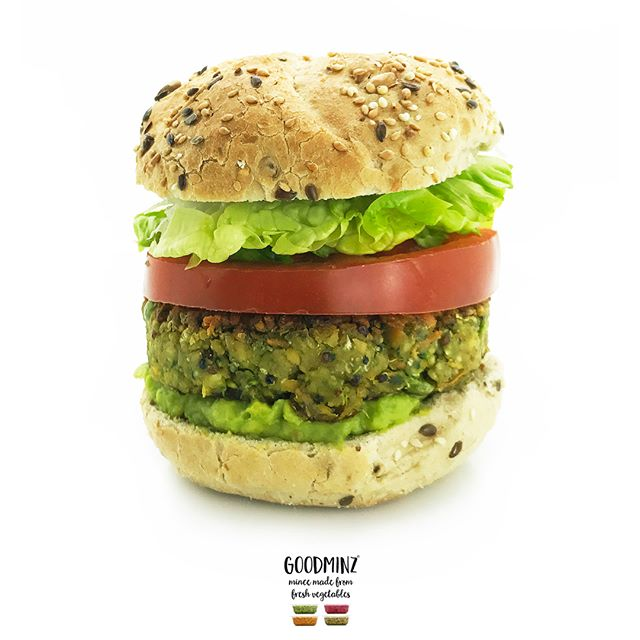 Our glorious Green GOODMINZ quarter pounder, dressed down for classic simplicity 😍 On the platter is Green GOODMINZ's 5 veggies (garden peas, broccoli, spinach, carrots, cauliflower), quinoa and chickpeas in the burger, topped and tailed with smashed avo, a slab of juicy tomato and crisp lettuce in a warm seedy bun 😋No fake meat, no soya, no bleeding stuff, just pure and simple veggie-powered goodness 🌱👏🌱👏It's No1 of 4 in our GOODMINZ 🌈 burger simple classic series – what will be your fave colour?  Happy weekends everyone…👍