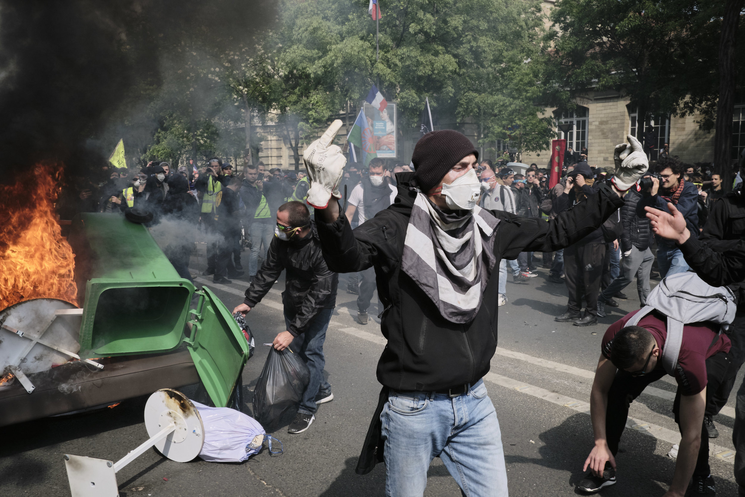 Protest participants creating a blockade and setting in on fire at The Avenue des Gobelins.