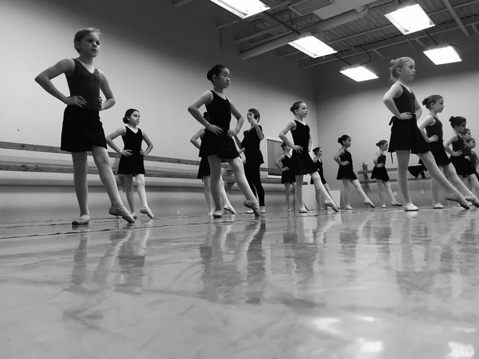 beginning-ballet-students-class.jpg