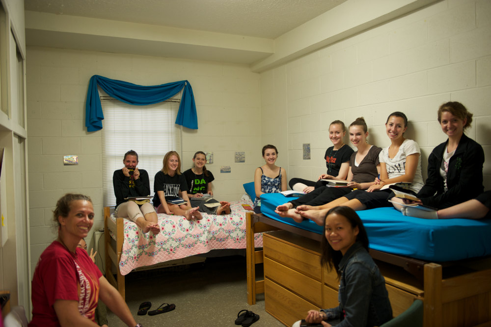 counselor-group-in-dorm.jpg