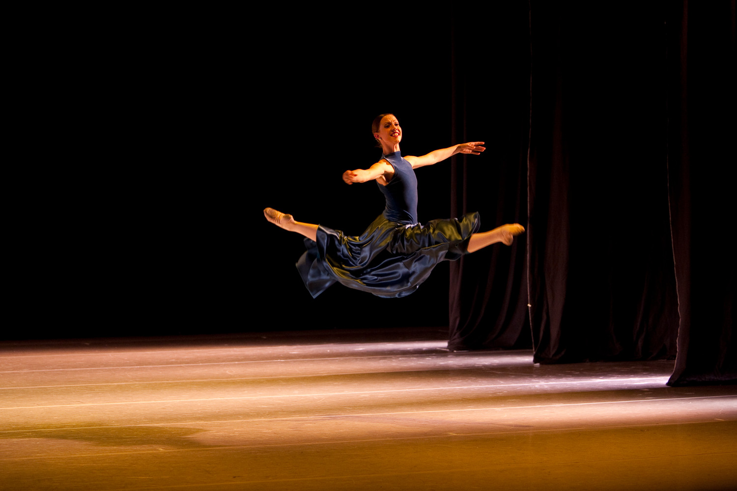 dancer-leap-stage.jpg