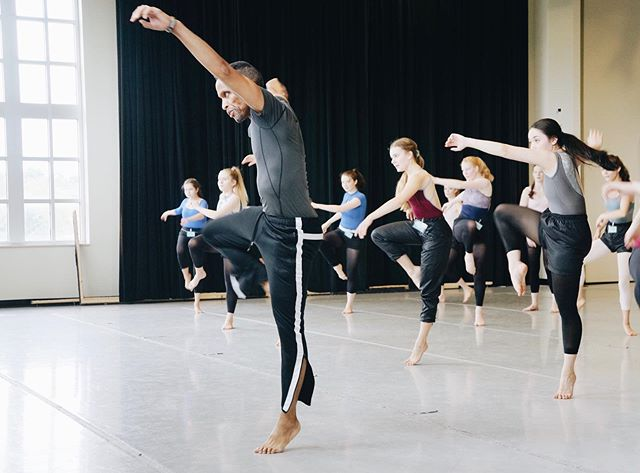 Absolutely love having Steve Rooks here for Saturday modern classes! . . . @markell.rooks #moderndance #alvinailey #marthagraham #masterclass #steverooks #balletmagnificat #summerdanceintensive #alivesdi2019 #modernintensive #modernteacher