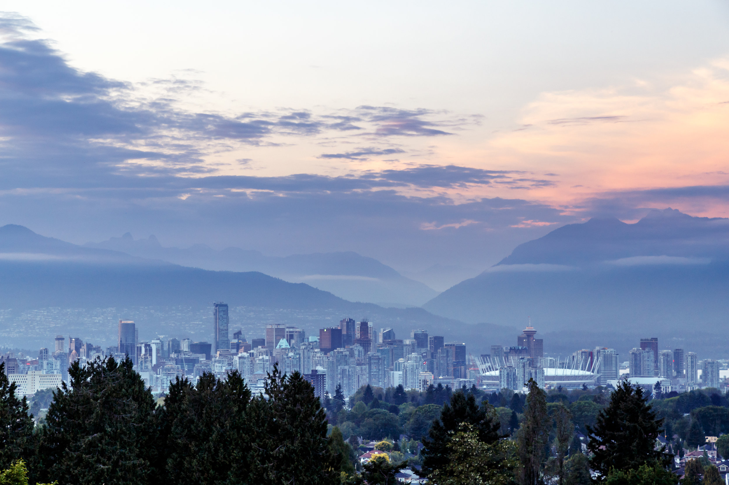 vancouver-skyline-at-dusk-P3DDRFJ.jpg