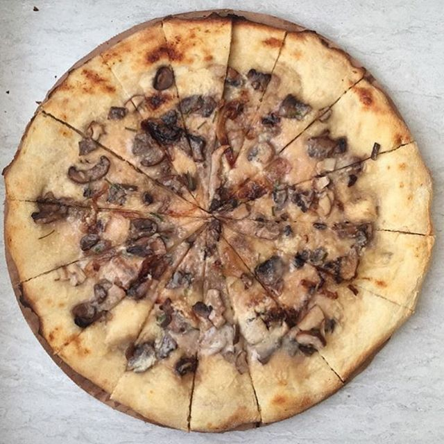 Great photo of our Mushroom Garlic pizza from @kkmichels 😍🔥 #pizzacontrol #veganminneapolis #twincitiesvegan #minneapolisvegan