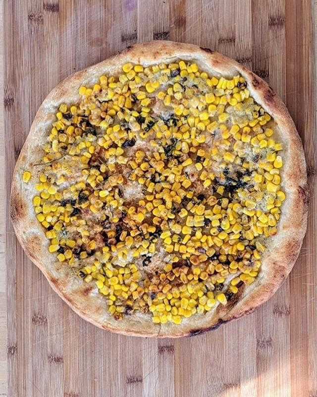 Our pal @prairieveganpies took this stunning pic of our recent customer favorite, the Elota Pizza. 🥰🍕 Support her and her amazing #vegan delicacies 🥧 🍪 #pizzacontrol #twincitiesvegan #minneapolisvegan #veganminneapolis