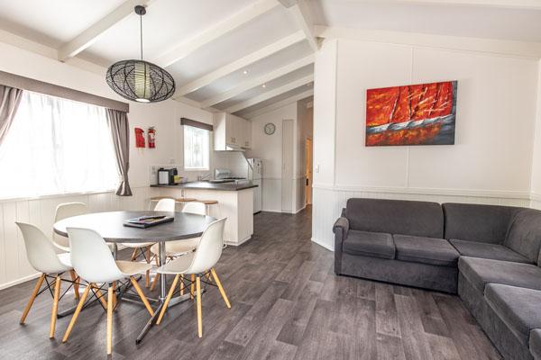 3BR-9berth-lounge-600x400.jpg