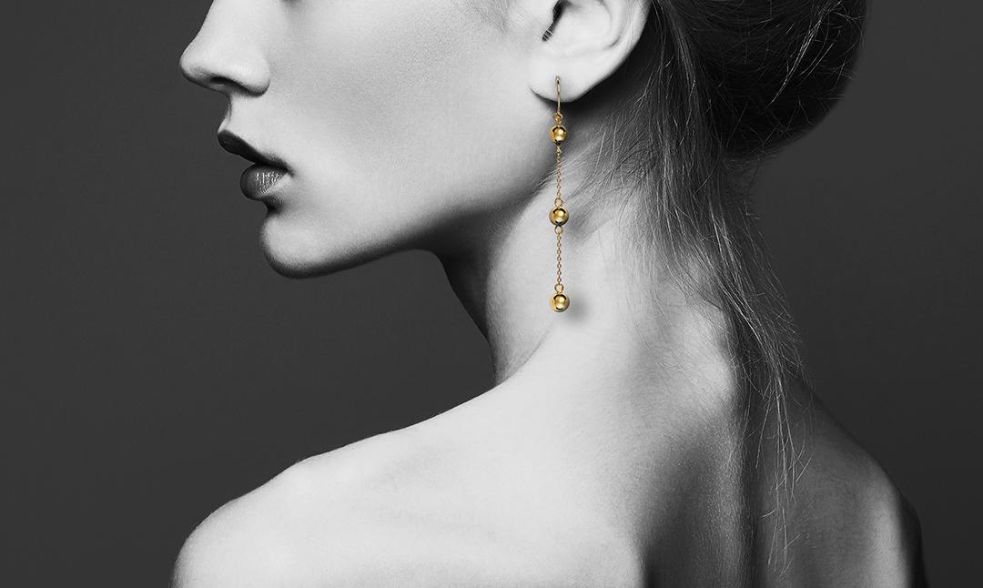 Unser Model trägt Ohrringe aus der GROSSÉ Play! Kollektion (Artikel-Nr. GA61186)