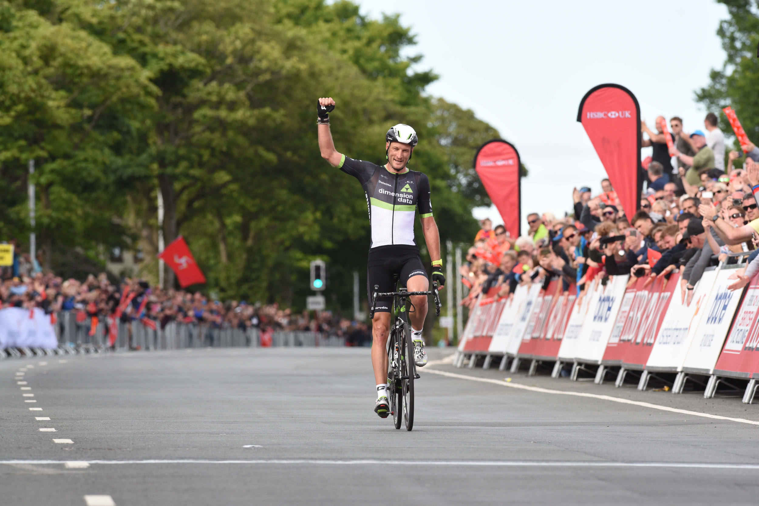 Steve Cummings wins the men's road race at 2017 UK National Road Cycling Championships