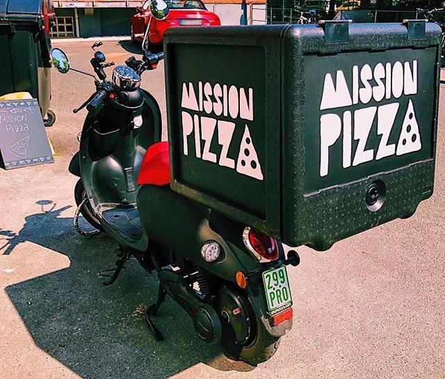Bei uns wird mit viel Liebe und Hinblick auf Nachhaltigkeit Pizza von höchster Qualität gebacken und mit E-Rollern von @unu zu euch gebracht! 🛵🍕 Unser Liefergebiet beinhaltet momentan: Eimsbüttel, Ottensen, Altona, St.Pauli, Sternschanze, Bahrenfeld und Hoheluft-West! • • • • Einfach online bestellen 🍕Shop.missionpizza.de🍕 oder ruf uns an 040/85407606