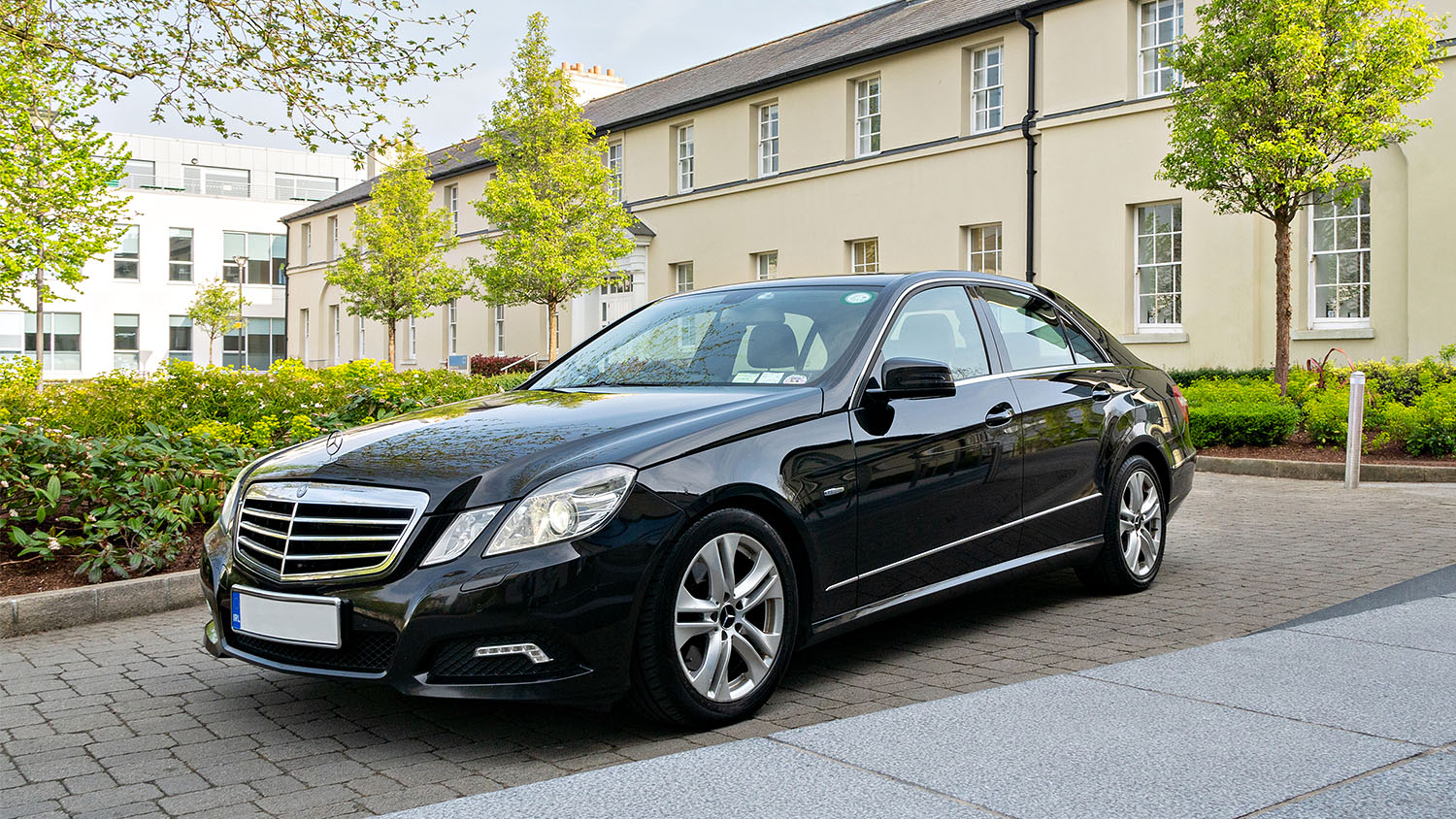 We provide professional, fully insured chauffeurs and vehicles for executive and VIP transfers in Ireland.