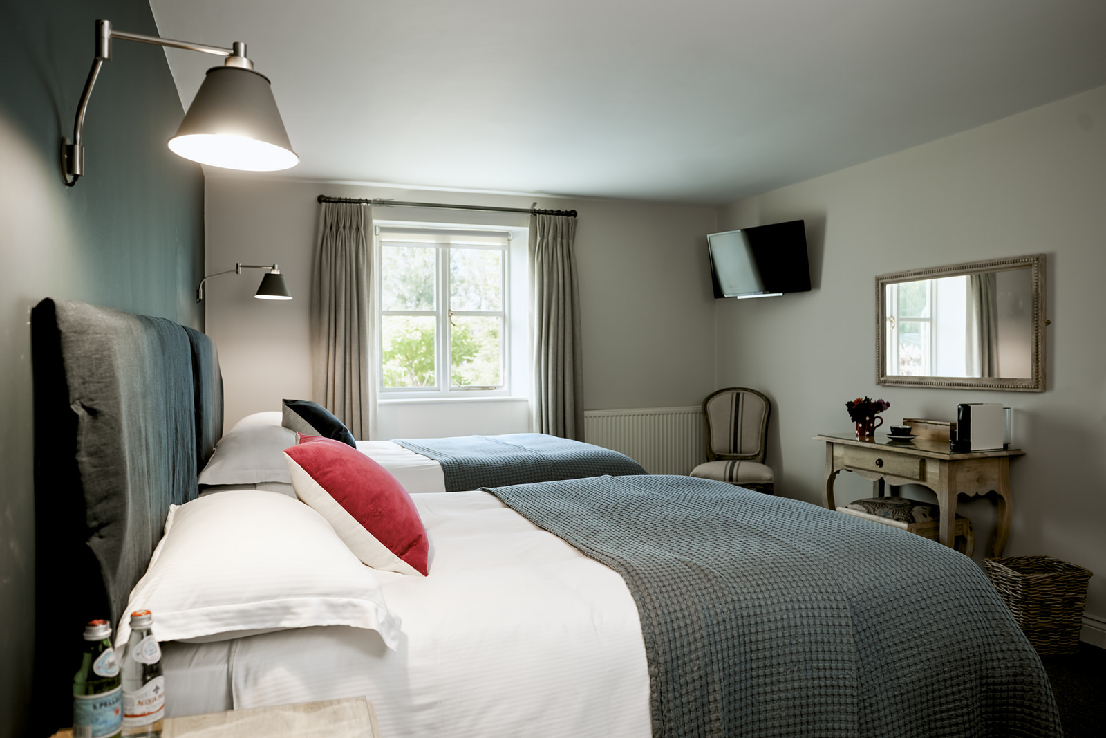 TWIN ROOM - Twin rooms have two double beds and an ensuite bathroom.TV, coffee machine, water and soaps are provided.