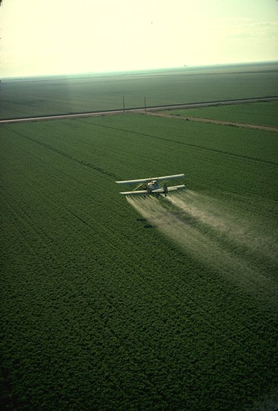 405px-Cropduster_spraying_pesticides.jpg