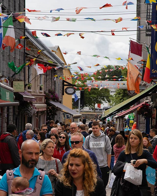 The streets of Galway have been packed with people arriving into experience the Galway International Arts Festival. There's loads to do throughout the week! #Galwaycoastcottages . . . . .#galway #ireland #thisisgalway #iloveireland #irish_daily #agameoftones #instaireland #ig_ireland #icu_ireland  #travel #landscape #inspireland #wildatlanticway #wonderful_places #discoverireland #planetearth #earthpix #beautifuldestinations #instagood #sunset #university  #mywildatlanticway #summer #roamtheplanet  #peoplescreatives #exklusive_shot
