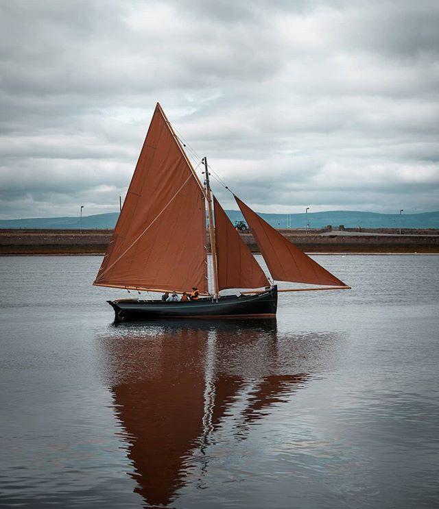 Always amazed whenever I see these sails at the Claddagh ❤ #galwaycoastcottages . . . . .#galway #ireland #thisisgalway #iloveireland #irish_daily #agameoftones #instaireland #ig_ireland #icu_ireland #travel #landscape #inspireland #wildatlanticway #wonderful_places #discoverireland #planetearth #earthpix #beautifuldestinations #instagood #sunset #sailing #mywildatlanticway #summer #roamtheplanet #peoplescreatives #exklusive_shot