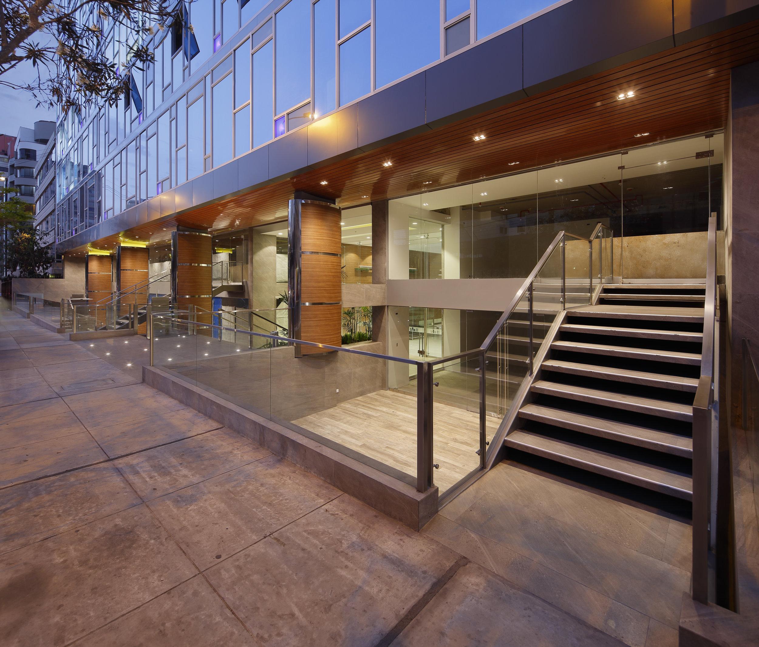 FINALISTA-OFICINAS-BLU BUILDING II (2).jpg
